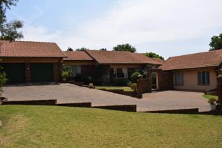 This outstanding family home on a 1947 m² stand is located close to Highveld Mall, River Crescent and Saveways Shopping Centres ...