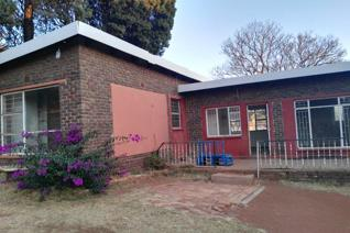 Garden Cottage to Let in Rant-en-Dal.  This unit offers 2 Bedroom, 2 Bathroom, a Lounge and Kitchen. Large pet-friendly garden and ...