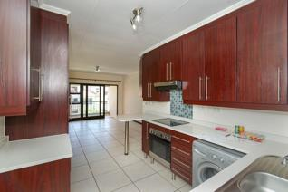 Neat upstairs apartment situated in sought after Acacia complex, set in Greenstone Hill ...