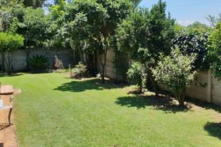 Experience this piece of tranquility in a safe enclosed area in Kempton Park.This modern 2 bedroom house offers a lounge with dining ...