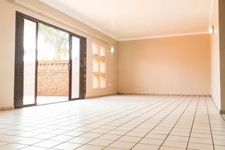 A very unusual and trendy unit in The secure Rosewood complex, Sunward Park. Rosewood is ...
