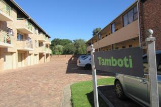 This 2 bedroom unit with communal braai areas is attractive to investors. The Greens is ...