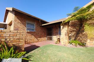 This property just went into the market!  Great size and very modern in a secure complex walking distance from pick n pay reyno ridge ...