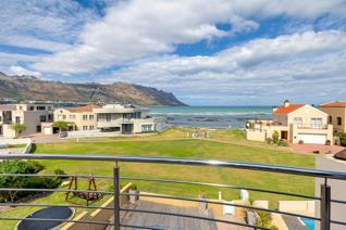 Perfectly positioned with green open space in front, offering panoramic views and direct beach access in secure upmarket Harbour Island ...