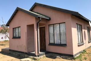 Nice affordable home centrally located in Kroonstad. It is situated in close proximity to town and a local hospital. This solid ...