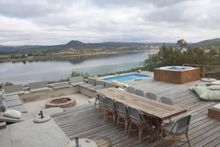 Incomparable opportunity to live a life of bliss at Clanwilliam dam, with an exceptional ...