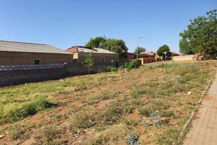 A opportunity to build your dream home/ Or Rental units This land offers 630m2 and its situated in Spruitview and located a walking ...