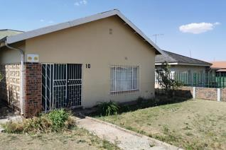 This beautiful three-bedroom home is located in Grootvlei Mpumalanga, a quiet rural ...