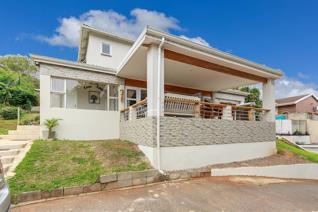 A fabulous buy on the cusp of Durban North and Park Hill. This centrally located home on a sought after street offers so much to a ...