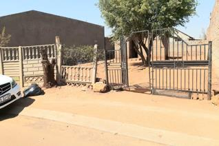 Standard RDP house available for sale in Moleleki Section, Katlehong. The house features 1 bedroom, kitchen,toilet and a spacious yard. ...