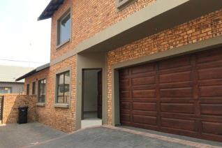 Great duplex unit in small complex  This neat modern full title cluster has a lovely double automated garage , with a neat private ...