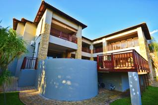 This 1221m2 jewel, located in the sought-after Birdwood Estate in IFAFI, offers ...