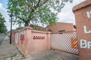 Complex with 6 big units 2 x1 bedrooms ,2 x 2 bedrooms , 2 x 3 bedrooms , The property needs attention and a new Electrical ...