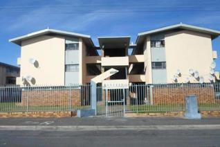 Lovely 2 bedroom apartment for sale in Parow Valley. Tiled bathroom & kitchen area with spacious lounge leading to balcony. Both ...