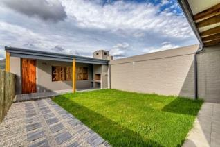 Modern 2 bedroom house in the tranquil Crossways Farm village, located between Jeffrey's Bay and Port Elizabeth