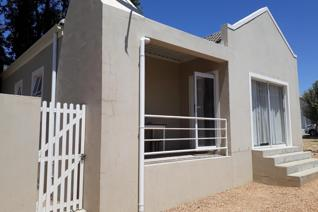 This 2 bedroom house is situated close to Paarl Mall and offers easy access to the N1. Spacious open plan lounge/dining room and ...