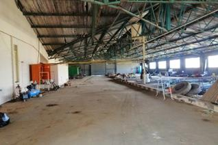 This 4500 m2 warehouse is well situated on a main road with easy access for trucks and large machines from the road through the entire ...