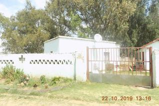 One bedroom cottage  for a couple. This one bedroom cottage in Naturena has one bathroom, 1 kitchen small dining room. Suitable for a ...