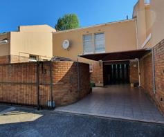Townhouse for sale in Kaffrarian Heights