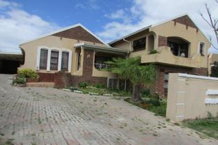 Harcourts Advantage presents you with this amazingly well priced property to sell! It is ...