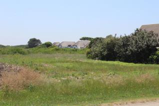 Lovely large level plot close to the beach. Short drive to the canals and shops.