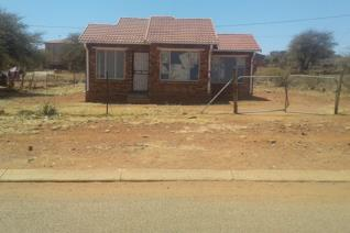 Description:   This 2 bedroom house is situated at the T-junction on the hill ...