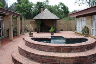 This awesome face brick house is on a 3 000m2 stand with 2 entrances. It ...