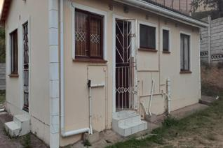This lovely 3 bedroom, 1 bathroom home with a separate toilet is situated in ...