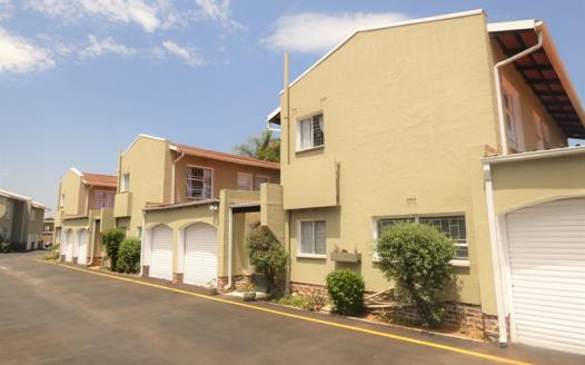 3 Bedroom Townhouse for sale in Farrarmere