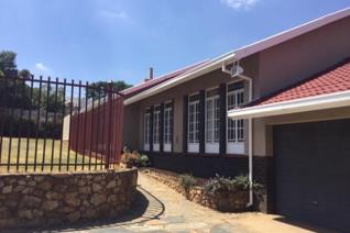 Ideal for a business !!! Facing Solomon Mahlangu drive. Easy access to R21 and N1. Lots ...