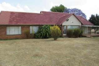 This 92 HA cattle/sheep farm is situated +-31 km from Middelburg Mpumalanga on the loskop road. This farm offers a 3 bedroom house with ...
