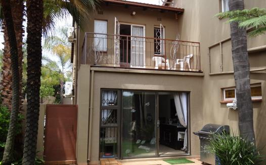 3 Bedroom Townhouse for sale in Roodekrans