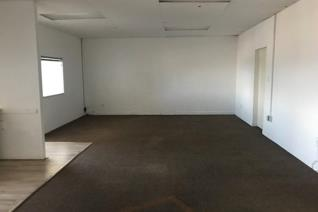 This 89m2 unit is located in Leonardo Park, Parklands. This small  office space recieves ...