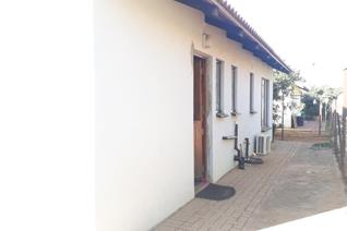 3bedrooms, 1bath with separated toilet, lounge, kitchen