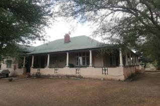 This 1.9142ha stand with Family Home has the following to offer:  Old 5 bedroom house that needs little attention... House with ...