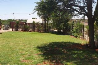This beautiful family home in Dibeng is the perfect place to settle down on the outskirts of Kathu. With 3 big bedrooms, 2 bathrooms ...