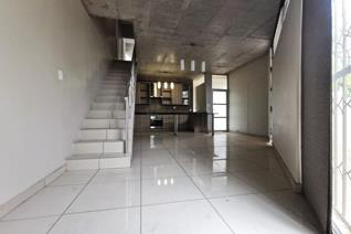 This stunning modern Townhouse is situated in center of Bendor.  This property offers safety and easy access to schools, shopping ...
