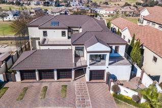 Auction: 16 November at 12h30  Opening Bid: R3 000 000  Situated in the pristine and ...