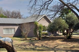 EXCELLENT OPPORTUNITY  This property is well located in Lichtenburg opposite the school ...