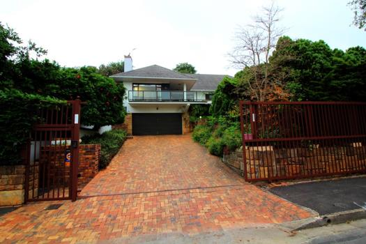 6 Bedroom House for sale in Paarl Central West