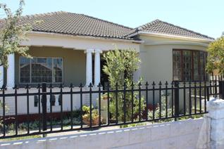Situated in the Bellville South this lovely neat family home is ready for a new family to build memories with.