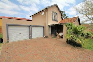 3 Bedroom 3Bathrooms with Double Garages and your own Garden - Pets Welcome.   Villa ...