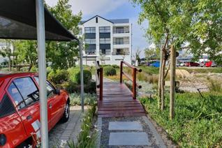 Sunny 55sqm modern north facing apartment! This delux 1 bed apartment has a generous 8 ...