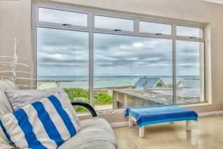 EXCLUSIVE MANDATE:  Calling all Suiderstrand lovers.  This house oozes potential and ...