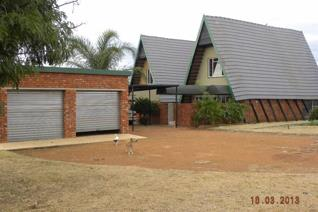 Smallholding with 3 Houses, for sale in the sunny countryside of Northern Pretoria.