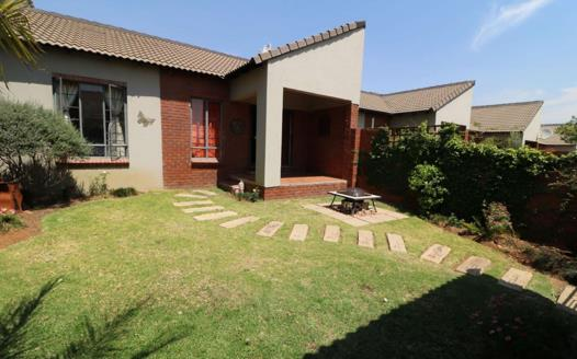 2 Bedroom Townhouse for sale in Mooikloof Ridge