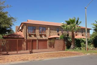 Ample space for the entertaining family in this rustic property situated in Brentwood ...