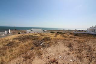 LARGE VACANT PLOT IN FAST DEVELOPING DA GAMA BAY  Excellent positioning ready for ...