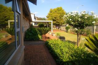 Situated in Larrendale Brakpan this lovely property offers the new owner the following: •3 bedroom •2 bathroom •Office/ Store ...