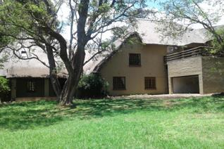 THATCH CORNER HOME TO LET IN BOOMED OFF AREA OF LINKSFIELD NORTH  The living areas have ...